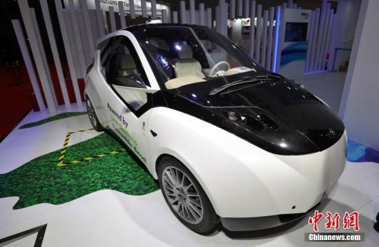 """进博会上,来自芬兰的生物概念车Biofore是本届进博会最早""""报到""""的进境展品。张亨伟 摄"""