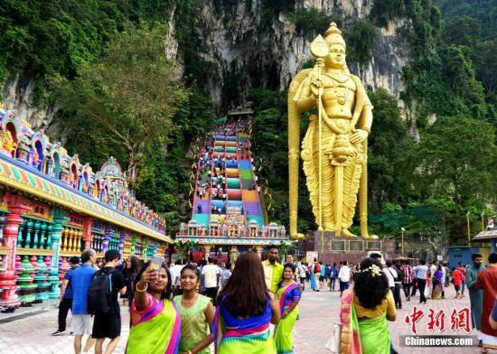 资料图:当地时间2018年11月6日,马来西亚吉隆坡民众欢度排灯节。<a target='_blank' href='http://www.kagurazaka-kj.com/'>中新社</a>记者 陈悦 摄