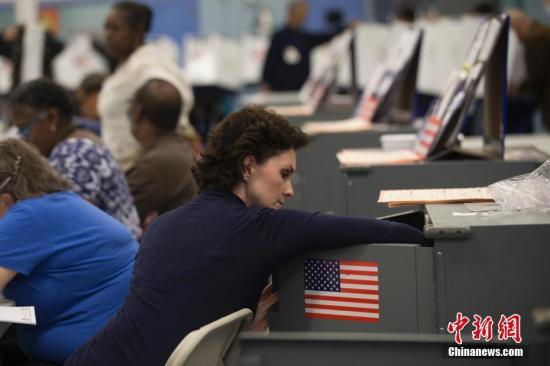 当地时间11月6日,美国2018年中期选举投票日。图为纽约布朗克斯区的一处投票站。中新社记者 廖攀 摄