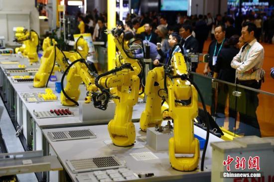 来自130多个国家和地区的3000多家企业参展进博会。<a target='_blank' href='http://www-chinanews-com.dmrencai.com/'>中新社</a>记者 富田 摄