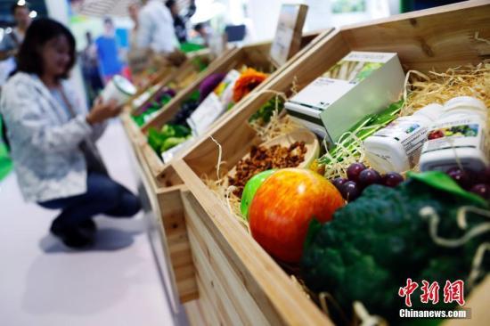 进口保健品受到消费者青睐。 汤彦俊 摄