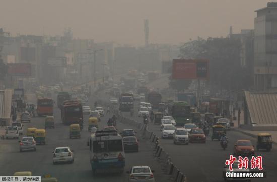 印度新德里被雾霾笼罩。