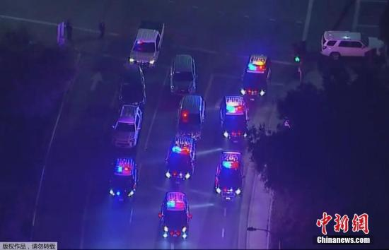 当地时间11月8日,美国加州千橡市一酒吧发生枪击事件,一名男子在酒吧内开枪,造成多人受伤,其中包括一名警察。据当地媒体报道,目前枪手仍在逃。