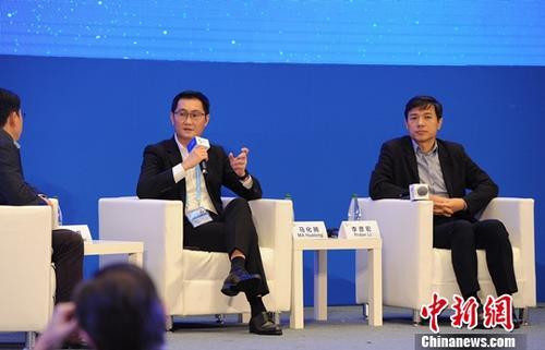 原料图:马化腾、李彦宏。中新社记者 张茵 摄