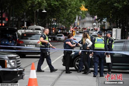 资料图:当地时间11月9日,澳大利亚墨尔本一名男子持刀刺伤3人,其中1人死亡。目前该男子已被警方拘捕。