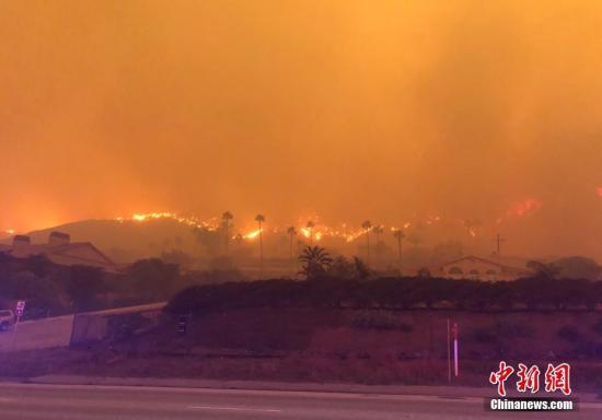 图为山火现场。中新社发 日瓦戈 摄