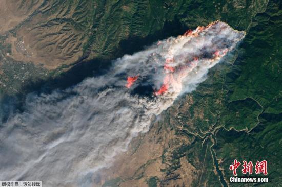 资料图:11月11日,美国加利福尼亚州北部山火持续肆虐。