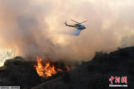 资料图:美国加州山火肆虐,死亡人数升至48人。