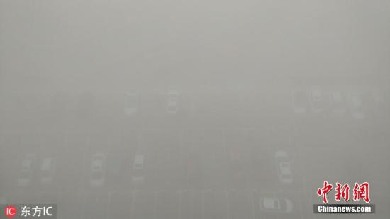 资料图:河北邯郸出现大雾天气。赵晨光 摄 图片来源:东方IC 版权作品 请勿转载