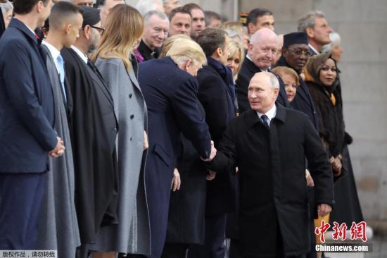 当地时间11月11日,法国巴黎,一战停战百年纪念活动在巴黎凯旋门举行,包括俄罗斯总统普京和美国总统特朗普在内等超过60位国家及政府领导人齐聚巴黎,出席纪念活动。