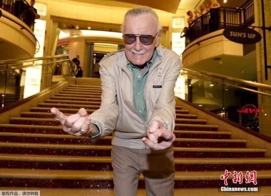 资料图:2015年6月29日,美国加利福尼亚州,92岁的斯坦・李出席《蚁人》首映礼。