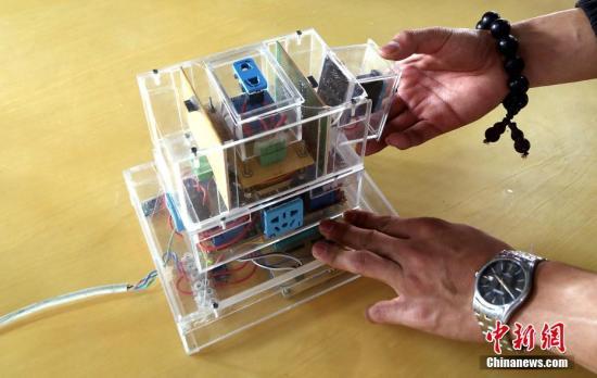 资料图:获得专利的智能插座产品。中新社记者 马铭言 摄