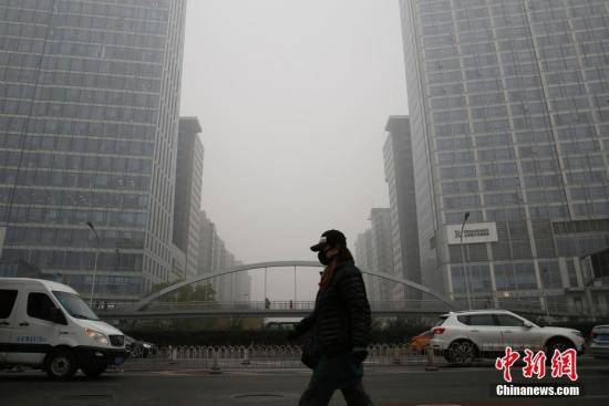 Beijing residents heading south to escape winter smog, cold