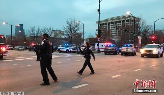 当地时间11月19日,美国芝加哥一家医院附近发生大规模枪击事件,已造成包括枪手在内的2人死亡,另有多人受伤,其中2人伤势严重。