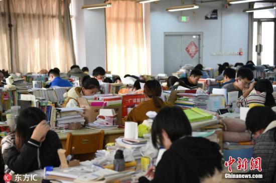 山东省滨州市某高校考研自习室。贾世清 摄 图片来源:东方IC 版权作品 请勿转载