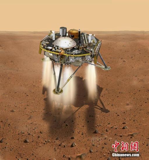 """按照计划,""""洞察""""号将于美国东部时间26日15时许(北京时间27日4时许)在火星着陆。这个有着""""三条腿、一根手臂""""的火星新访客抵达后,将展开两个圆形可折叠太阳能板,伸展机械臂,利用地震调查、温度测量等方法探测火星的地质构成。美国航天局""""洞察""""号首席科学家布鲁斯・巴纳特21日在记者会上说,""""洞察""""号的主要任务是了解火星的内部结构,探究火星地震和火星内核的奥秘。""""为什么每颗行星都有与众不同的特点,这些答案都在行星早期历史的细节中""""。图为NASA发布""""洞察号""""抵近火星表面的模拟视图。 文字来源:新华网"""