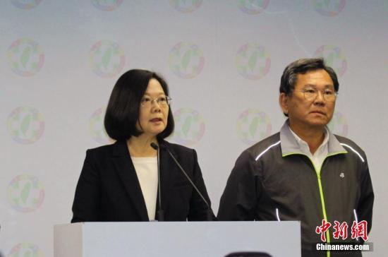 资料图:台当局领导人蔡英文(左)。a target='_blank' href='http://www.chinanews.com/'中新社/a记者 张晓曦 摄