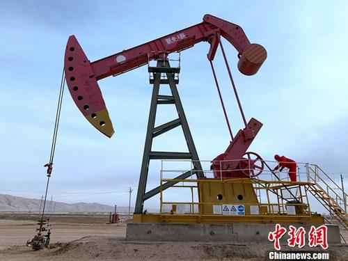 11月下旬拍摄的青海尕斯库勒油田。图为尕斯库勒油田跃参1井。<a target=