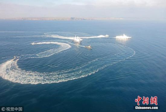 资料图:当地时间11月25日晚,乌克兰三艘舰艇驶入俄海域范围,被俄方扣押。 图片来源:视觉中国