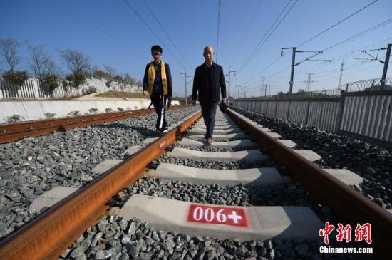 原料图:铁路。中新社记者 侯宇 摄