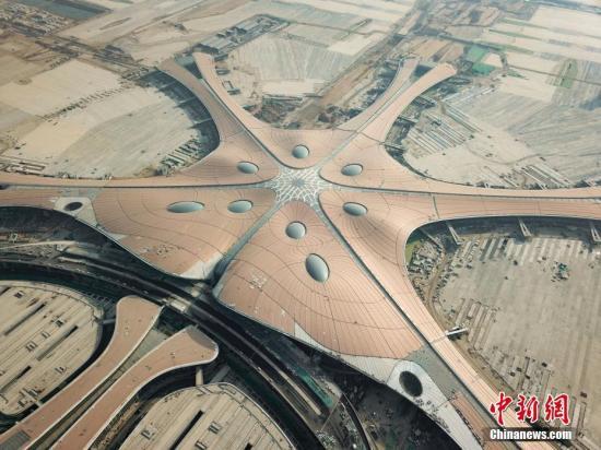 图为2018年11月29日拍摄的大兴机场航站楼。<a target='_blank' href='http://www.chinanews.com/'>中新社</a>发 湛超越 摄