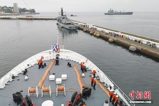 """资料图:执行""""和谐使命―2018""""任务的中国海军和平方舟医院船。江山 摄"""