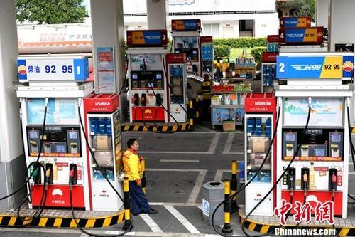 资料图:一处加油站。中新网记者 王东明 摄