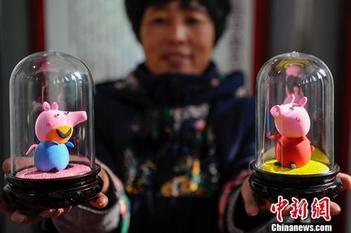 """资料图:面塑版""""小猪佩奇""""。<a target='_blank' href='http://www.chinanews.com/'>中新社</a>记者 韦亮 摄"""