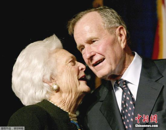 老布什和妻子芭芭拉。(资料图)