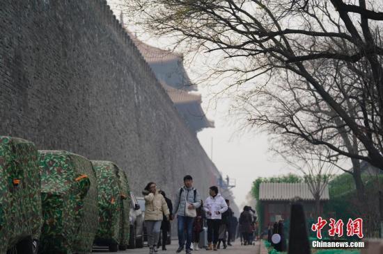 资料图:北京市民出行。 中新社记者 杜洋 摄