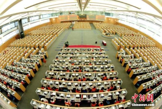 图为2002年,上海证券交易所加入国际交易所联合会。中新社发 徐汇 摄