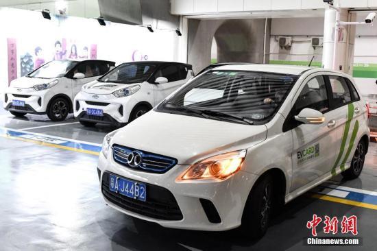 图为2018年2月2日,市民乘坐高铁抵达广州南站后,可使用共享汽车前往目的地。<a target='_blank' href='http://www.chinanews.com/'>中新社</a>记者 陈骥�F 摄