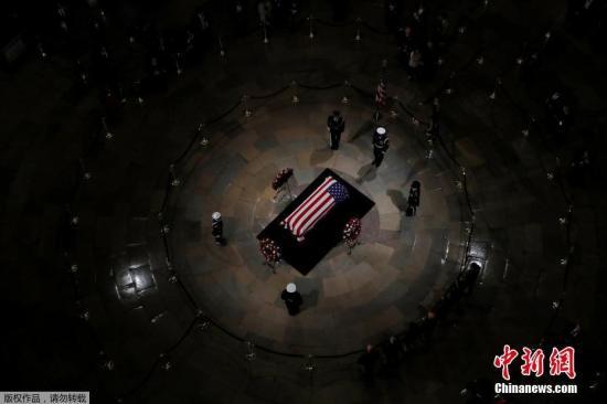 """老布什国葬仪式在美举行小布什赞其""""接近完美"""""""