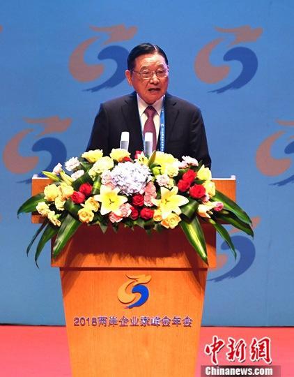 12月4日,2018两岸企业家峰会年会在厦门国际会议中心开幕。图为两岸企业家峰会台湾方面副理事长江丙坤主持开幕式。中新社记者 王东明 摄