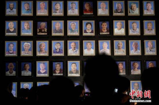 12月6日,侵华日军南京大屠杀遇难同胞纪念馆为最近去世的南京大屠杀幸存者王秀英、赵金华、陈广顺举行熄灯、悼念仪式。<a target='_blank' href='http://www.niuren98.com/'>中新社</a>记者 泱波 摄