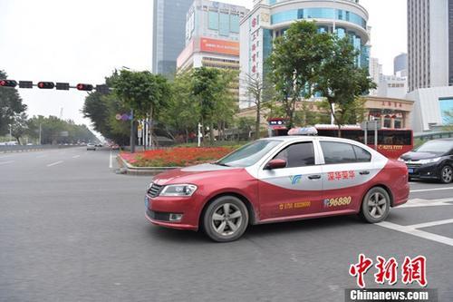 资料图:出租车司机是肩颈问题的高发人群。<a target='_blank' href='http://www.interproperty4u.com/'>中新社</a>记者 陈文 摄