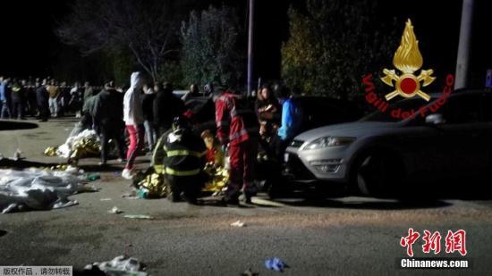 12月8日消息,据英国广播公司(BBC)8日报道,意大利东海岸安科纳附近一家夜总会发生踩踏事故,造成6人死亡,100人受伤。