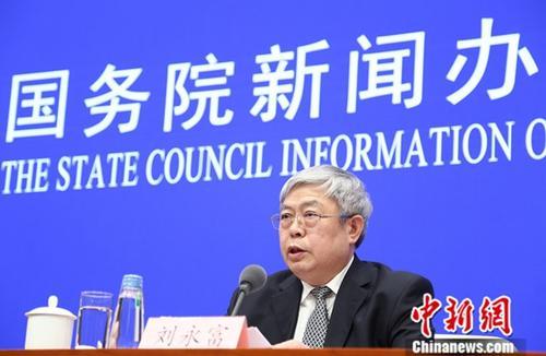 12月13日,国务院新闻办举行新闻发布会,国务院扶贫办主任刘永富介绍中国减贫40年有关情况,并答记者问。中新社记者 杨可佳 摄