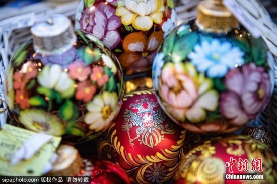 资料图片:圣诞节将至,俄罗斯莫斯科街头洋溢着满满的节日气氛。图片来源:Sipaphoto 版权作品 禁止转载