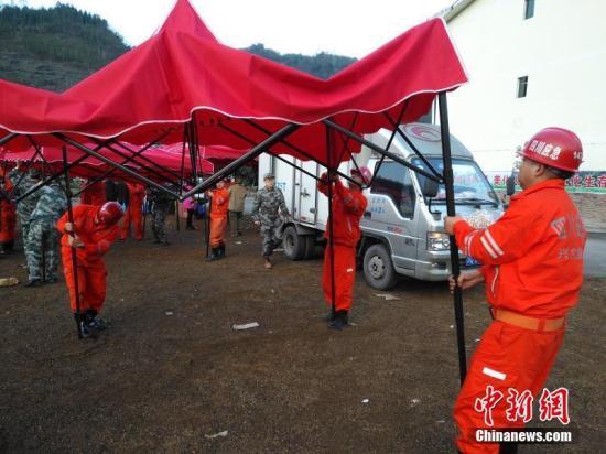 12月16日,中国地震台网正式测定:当日12时46分在四川宜宾市兴文县(北纬28.24度,东经104.95度)发生5.7级地震,震源深度12千米。四川应急厅供图