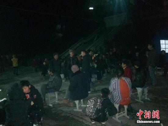 图为记者探访周家镇龙洞村云龙幼学安放点。(手机拍摄)中新社记者 王哲 摄