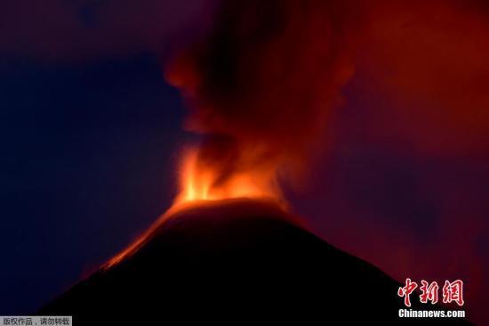 原料图:火山爆发。