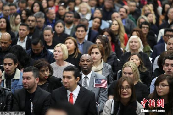 材料图@员天工夫2018年12月19日,好国洛杉矶,去自100多个国度的6000多名移参与进籍典礼。