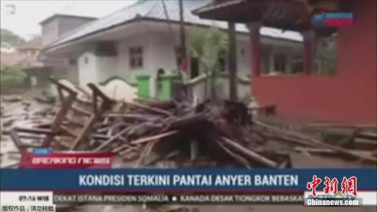 当地时间22日晚,印尼巽他海峡发生海啸,根据印尼国家减灾署发言人苏托波公布的最新数据,海啸已经导致至少43人遇难,数百人受伤,海峡附近的万丹省受害最为严重。印尼气象气候地球物理局表示,此次海啸并非地震引起,而很可能是喀拉喀托火山(Krakatoa)活动加上满月潮汐的双重现象所引起。
