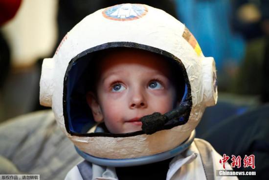 俄宇航员将再次携带毛绒玩具狗前往国际空间站