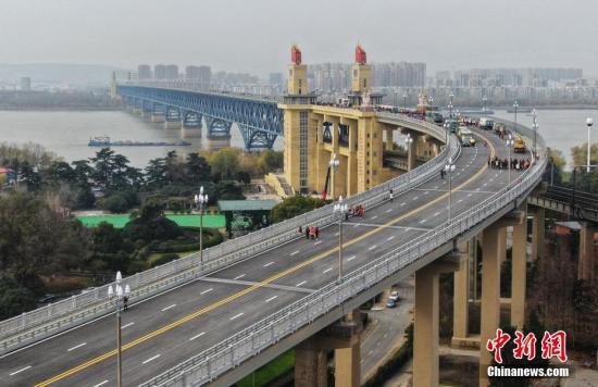 南京长江大桥大发3d历程:自力更生 天堑变通途