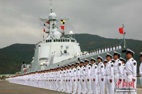 图为2008年12月26日,中国海军首批护航编队起程出征。中新社发 李唐 摄