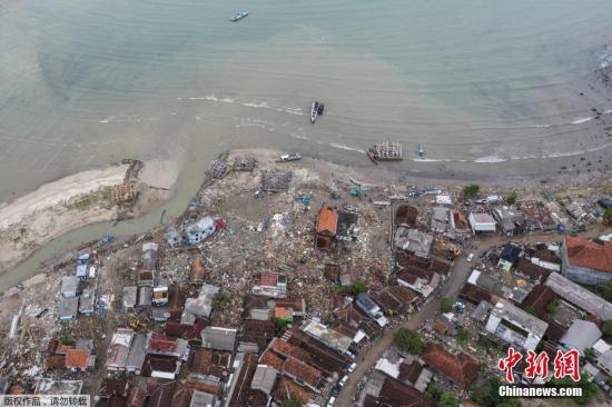 海啸还造成883所房屋、73家酒店和别墅、60家商店和摊位、434艘船只和41辆汽车被损毁。