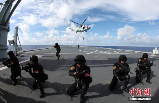 图为2010年7月,中国海军第六批护航编队陆战队员进行训练。<a target='_blank' href='http://www-chinanews-com.look-3d.com/'>中新社</a>发 钟魁润 摄