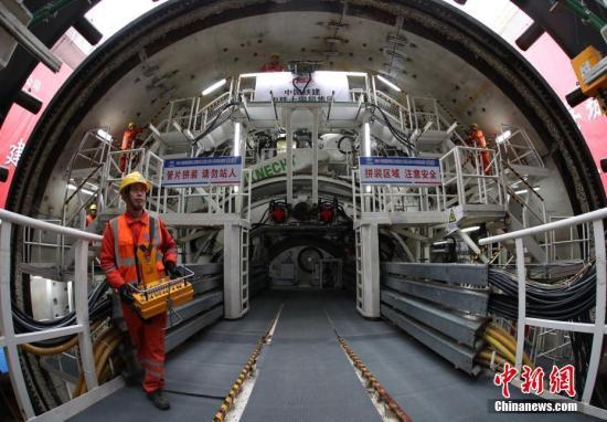 长沙地铁3号线湘江隧道顺利贯通 成功穿越最复杂水下溶洞群